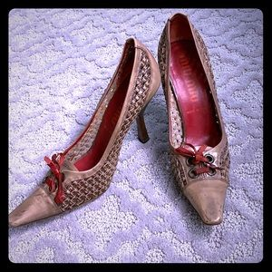 Woven leather vintage look with red bow
